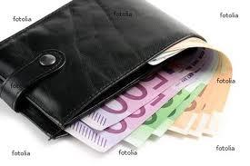 vendita calda online cc7f0 c2c4b Teggiano: giovane disoccupato trova portafogli con soldi e ...