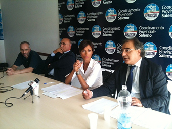 http://www.salernonotizie.net/wp-content/uploads/2013/09/casciello_carfagna_referendum.jpg