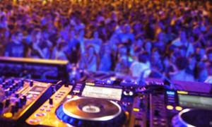 http://www.salernonotizie.net/wp-content/uploads/2015/11/discoteca.jpg