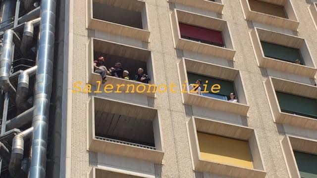 Salerno Al Ruggi Uomo Minaccia Di Lanciarsi Dal 5 Piano Salvato