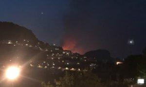 http://www.salernonotizie.net/wp-content/uploads/2017/08/incendioravello.jpg