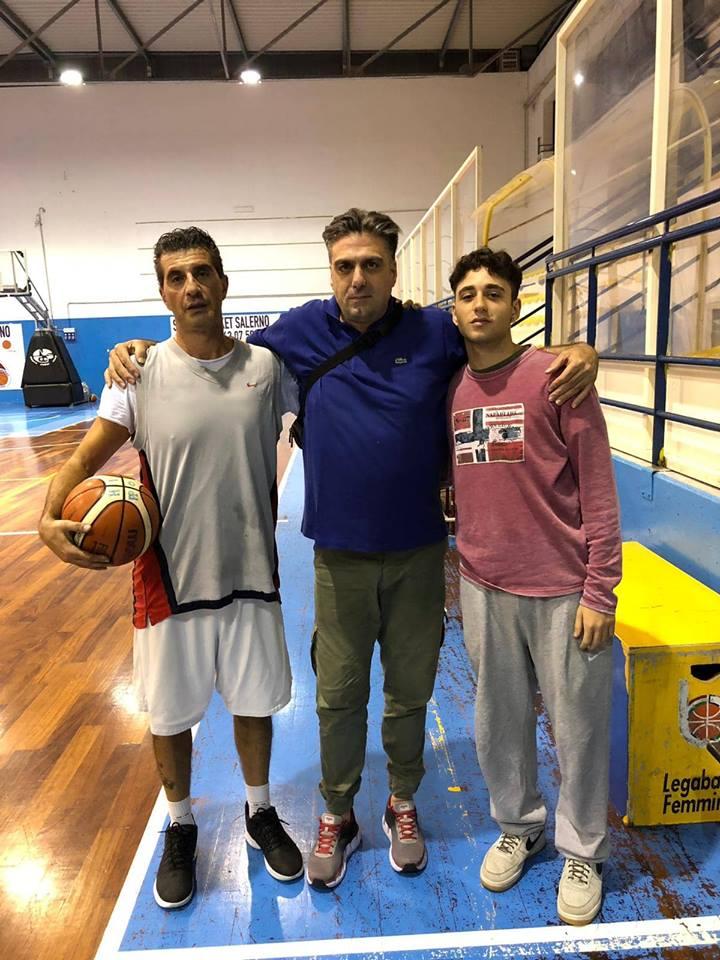 http://www.salernonotizie.net/wp-content/uploads/2018/10/Angelo-Antonucci-e-Francesco-Chiapparrone-col-diesse-Giovanni-Carmando.jpg
