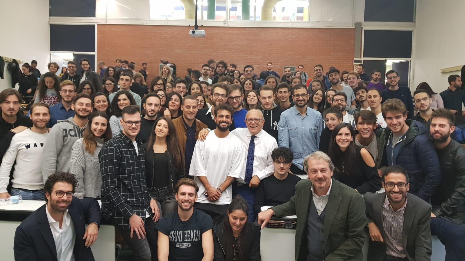 http://www.salernonotizie.net/wp-content/uploads/2018/11/Gubitosi-e-gli-studenti.jpg